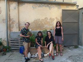 Kacha Kastner et Camille Hunt entourées de Jan Vítek et Tereza Havlovičová, organisateurs de l'événement, photo: Coline Daclin