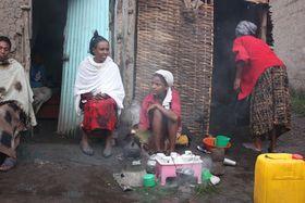 Coffee ceremony, Ethiopia, photo: Štěpánka Budková