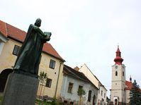 Estatua de Jan Hus en su aldea natal de Husinec, foto: Štěpánka Budková