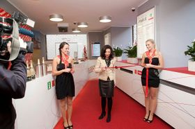 Lucie Ramnebornová otevírá nový informační stánek, foto: PIS