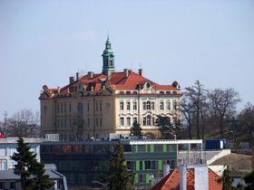 Známá budova Vychovatelny vpražské Libni, která byla postavena, aby pečovala omravně narušenou mládež, foto: ŠJů, Wikimedia Commmons, CC BY-SA 3.0