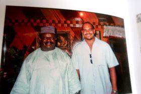 Obonete S. Ubam avec son père, photo: repro, Obonete S. Ubam, Sedm let v Africe / Prostor
