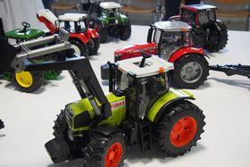 Modelle von Arbeitsmaschinen und landwirtschaftlichem Gerät (Foto: Archiv des Pilsner Kreises)
