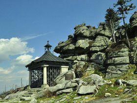 Johann-Nepomuk-Neumann-Kapelle auf der bayerischen Seite des Dreisesselbergs (Foto: neunzehn 47, Fotocommunity.de)