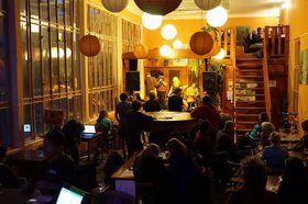 Klub V. Kolona (Foto: Offizielle Facebook-Seite des Cafés)
