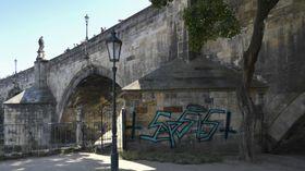 Graffiti auf der Prager Karlsbrücke (Foto: ČTK / Michal Kamaryt)