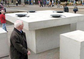 Escultura 'La mesa gigantesca' (Foto: CTK)