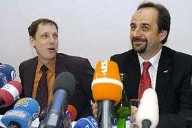 Primer ministro, Stanislav Gross (a la izquierda) y el diplomático Jan Kohout (Foto: CTK)
