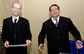 De izquierda: Ministro de Finanzas, Bohuslav Sobotka y el primer ministro, Jiri Paroubek (Foto: CTK)