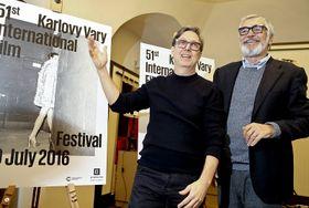 Aleš Najbrt y Jiří Bartoška presentan el cartel del Festival de Cine Internacional de Karlovy Vary 2016, foto: Press Service MFF Karlovy Vary