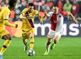 Lionel Messi y Jan Bořil, foto: ČTK/Vondrouš Roman
