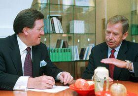 George Robertson y Vaclav Havel, foto: CTK
