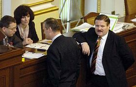 Ministro de trabajo, Zdenek Skromach (a la derecha) Foto: CTK