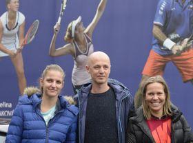 Karolína Plíšková, non-playing captain Petr Pála, Lucie Hradecká, photo: CTK