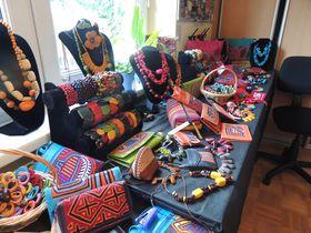 Abalorios y carteras, foto: Julia Rios