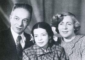 Эрнест Кольман с супругой Екатериной (справа) и дочкой Адой