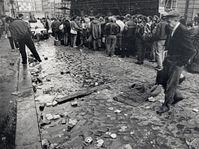 East German refugees in Prague in 1989, photo: Adolf Brüggemann