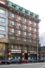 Рондокубическая архитектура в Праге, фото: Packa, Commons 3.0 Unported