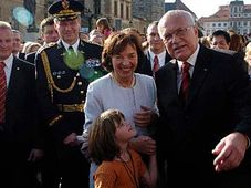 Prezident Václav Klaus s manželkou Livií položili 28. října věnec k památníku prvního československého prezidenta T. G. Masaryka, foto: ČTK