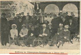 Eröffnung der Schwarzbrunn-Rodelbahn am 1. Januar 1911 (Foto: Archiv des Museums für Ortsgeschichte der Stadt Smržovka)