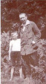Jaroslav Hašek se synem, rok 1921