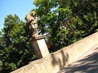 Er steht da wie ein Heiliger auf der Brücke - stojí jako svatý na mostě (Foto: Kristýna Maková, Archiv des Tschechischen Rundfunks - Radio Prag)