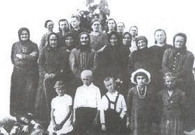 Выжившие жители Ч. Малина, фото: Post Bellum