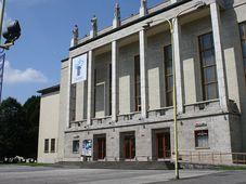 Haus der Kultur in Ostrava (Foto: Michal Reiter, Wikimedia CC BY-SA 3.0)