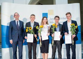 "Finalisten (Foto: Archiv ""Jugend debattiert international"")"