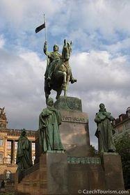 Памятник Святого Вацлава на одноименной площади (Фото: CzechTourism)