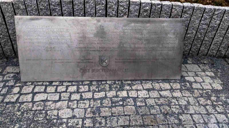 Pamětní deska věnovaná Vlasovcům pražskou částí Řeporyje, foto: Igor Budykin