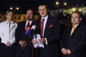 Vít Bárta (in der Mitte). Foto: ČTK