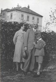 Alexander Novotný with his wife and son, 1920s, photo: Alexander Novotný's family archive