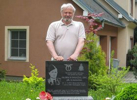 Tom Dolezal by a memorial to his father, photo: Archives of Tom Dolezal