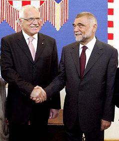 Presidente checo Václav Klaus con su homólogo, Stiepan Mesic (Foto: CTK)
