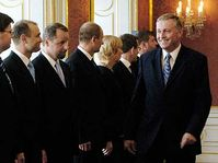 Mirek Topolánek (vlevo) a budoucí členové vlády, foto: ČTK