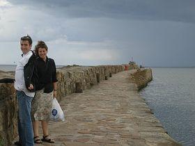 Newlyweds on the pier in St. Andrews, photo: Linda Mastalir