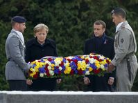 Ангела Меркель и Эмманюэл Макрон, фото: ЧТК/AP/Philippe Wojazer