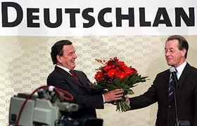 Gerhard Schröder (a la izquierda) Foto: CTK