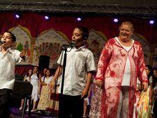 Ida Kelarová con 'sus' hijos, foto: Tomáš Černý, ČRo