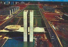 Brasília. Vpopředí komplex parlamentu.