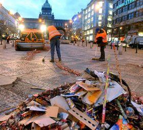 В Праге и следа не осталось после встречи Нового года (Фото: ЧТК)
