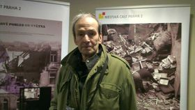 Иржи Эггерт, фотографии его отца находятся на выставке (Фото: Лудмила Кржестьянова, Чешское радио)