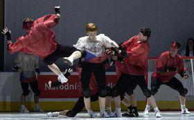 Сборная России с манекеном Яромира Ягра (Фото: ЧТК)