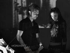 VJ Aeldryn и Ленка Дусилова, фото: Йиржи Принц, «MONUMENT/UM»