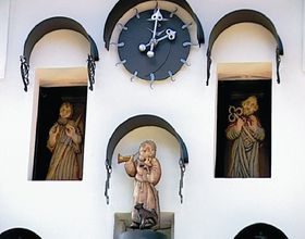 Astronomical clock in Kryštofovo údolí, photo: Jindřich Honzík / Public Domain