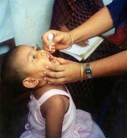 Le vaccin contre la poliomyélite, photo: USAID