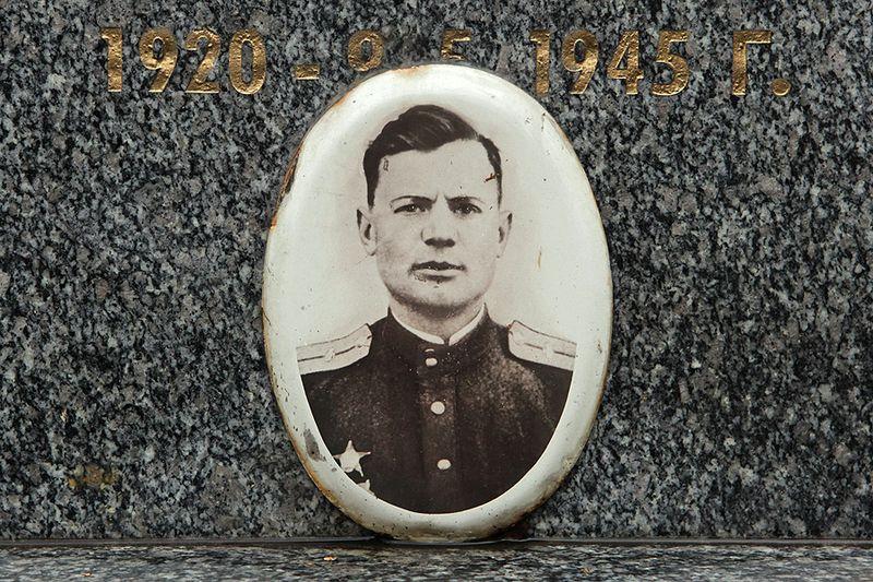 Фото Ивана Гончаренко на надгробии на Ольшанском кладбище, фото: Владимир Поморцев