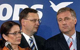 De izquierda: Miroslava Nemcova, Petr Necas y Mirek Topolanek (Foto: CTK)