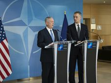 James Mattis, NATO Secretary General Jens Stoltenberg, photo: U.S. Department of Defense, flickr.com, CC BY 2.0